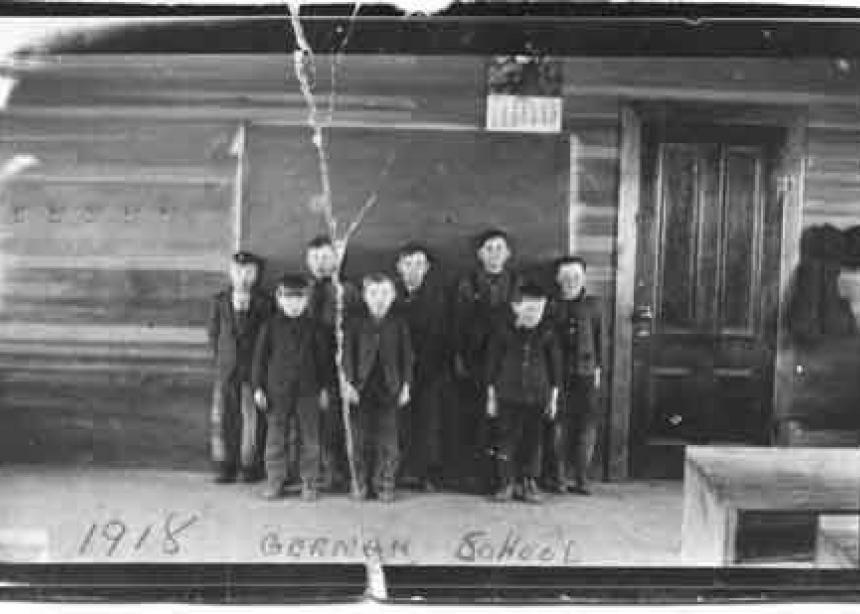 immigrants that were seeking religious freedom as mennonites Why was the land in the middle colonies attractive to immigrants quakers, germans, an d puritans thatwere seeking religious freedom dutch mennonites.